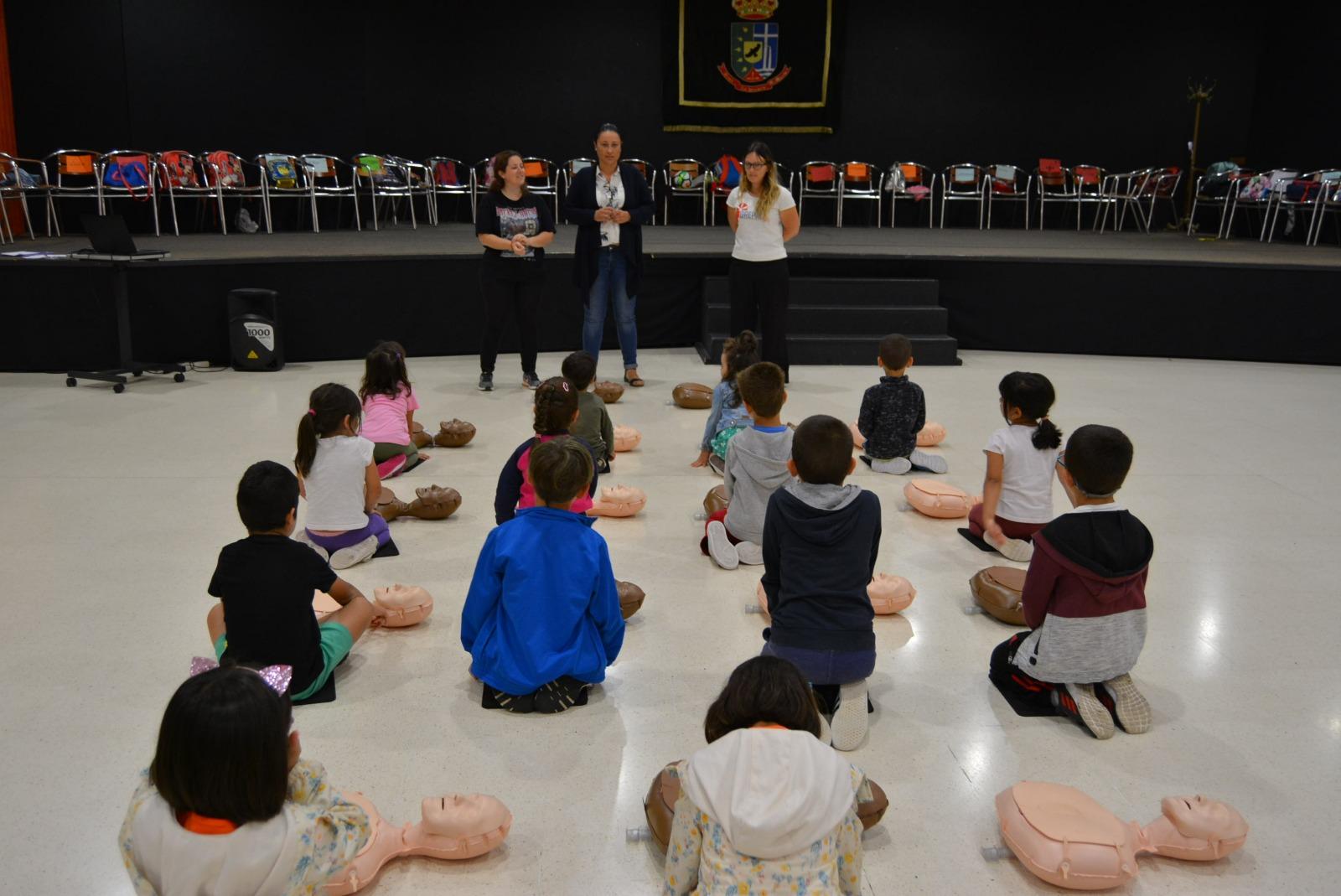 El Cabildo de La Palma enseña a niñas y niños a detectar y a actuar ante una emergencia